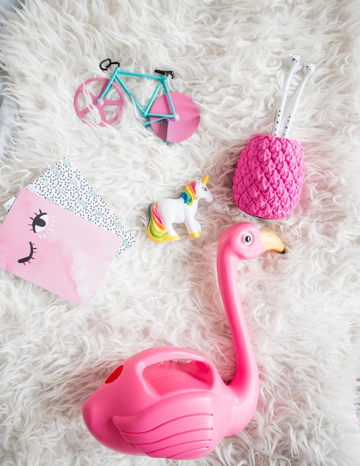 Valentinstag Geschenke #valentinesday #valentines #valentinstag #stvalentine #giftideas #giftidea #gifts #gift #pink #girly #giftshop #geschenkideen #valentinstaggeschenke #geschenkeidee #flamingo #ananas #pineapple #cute #geschenke #presents
