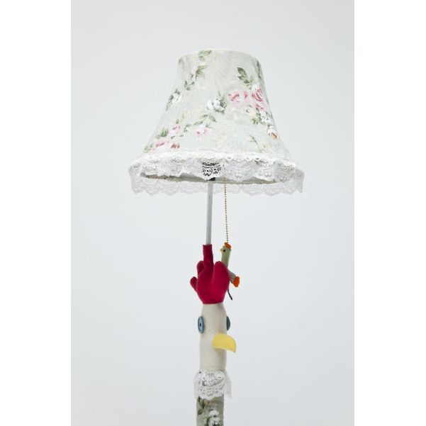 Φωτιστικό Δαπέδου Chicken Flower Trendy φωτιστικό δαπέδου με μεταλλική βάση και floral υφασμάτινη επένδυση σε ένα όμορφο συνδυασμό χρωμάτων.
