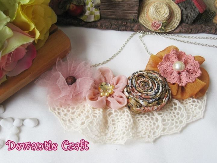 Romantic Floral rosette 2in1 brooch & necklace