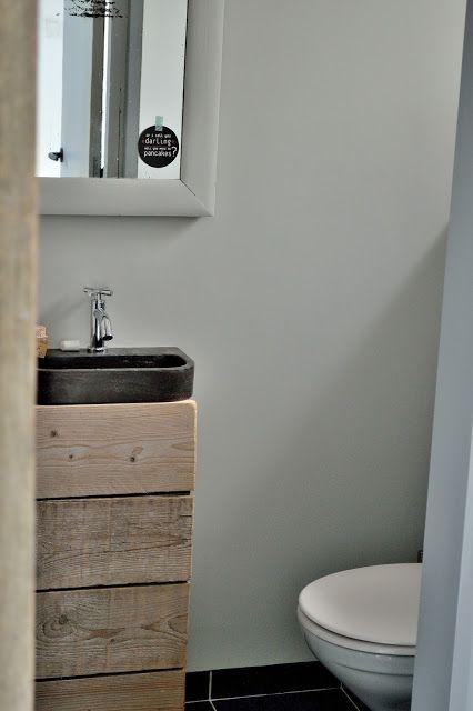 Idee voor wc kastje - http://vlakbijdemolen.blogspot.de/2013/08/make-over-toilet.html