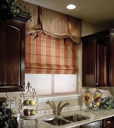 Kitchen window treatments.Decor, Kitchen Window Treatments, Ideas, Curtains, Windows Covers, Romans Shades, Roman Shades, Kitchens Windows Treatments, Windows Shades