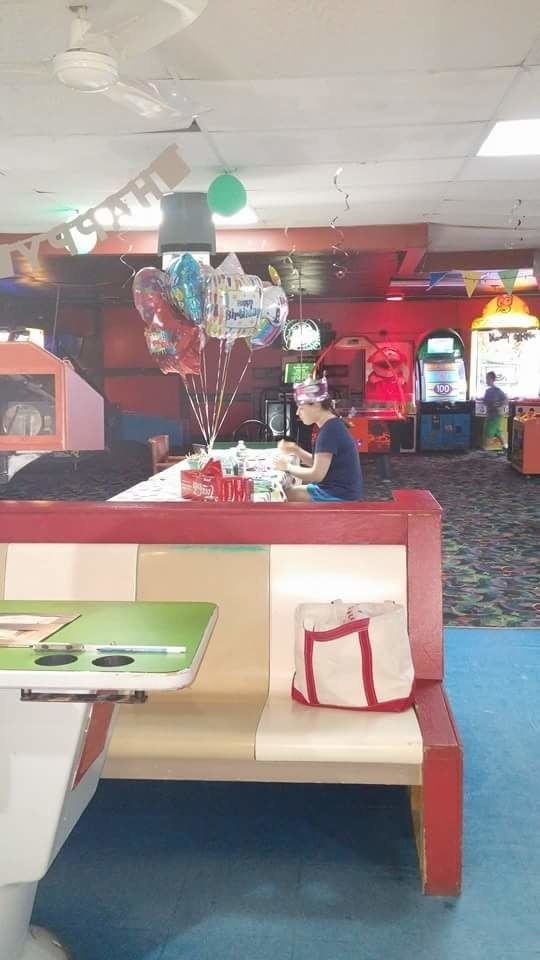 This is Hallee Sorenson, an 18-year-old girl with autism. This photo is from her last birthday party, which she celebrated alone when none of her friends and classmates showed up. | No One Showed Up To This Autistic Teen's Birthday And Now The Internet...