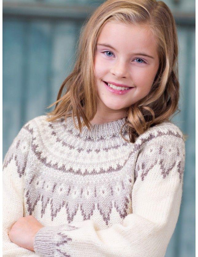 Klassisk islandsgenser med velkjente sikksakk-mønster og rundfelt bærestykke. Garnpakke i Falk fra Dale Garn, 4-12 år