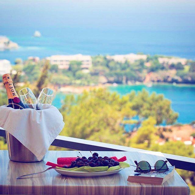 Enjoy your #romantic view with a glass of champagne #Crete #agiapelagia #summer #visitgreece #lovinggreece #hotelsandresorts #enjoy #vibe #traveltv
