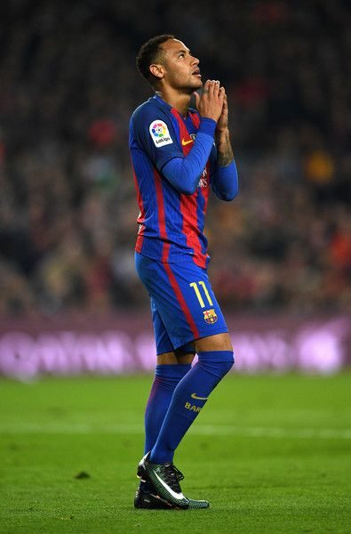Neymar of Barcelona reacts during the La Liga match between FC Barcelona and Real Madrid CF at Camp Nou on December 3, 2016 in Barcelona, Catalonia.