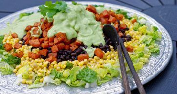 Spicy salat med kremet avokadodressing – Berit Nordstrand