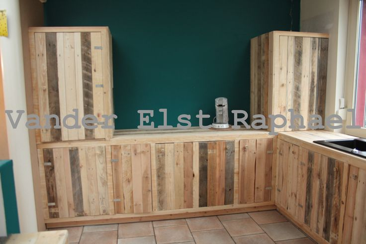 Kitchen makeover with recycled pallets pallet ideas for Kitchen ideas using pallets