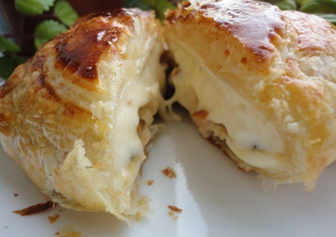 Hojaldre de camembert relleno de manzana caramelizada