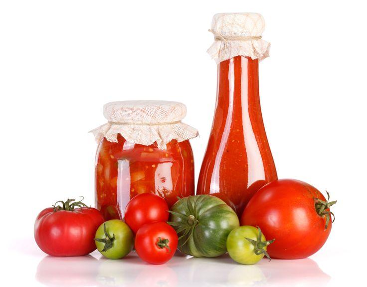 La tradition québécoise veut que l'on remplisse sa chambre froide de délicieux ketchup maison. Voici la recette de nos grands-mères...
