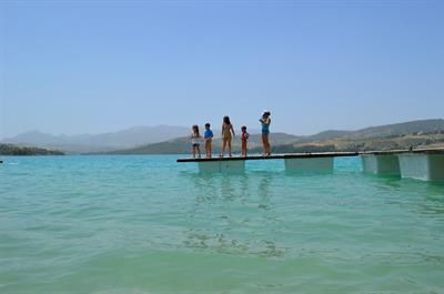 Bermejales is an exceptionally beautiful man-made lake, not far from the centre of Granada and the Costa Tropical.