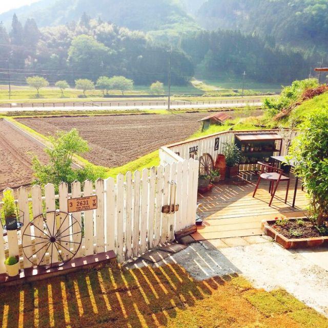 朝の1枚。台風も過ぎて穏やかな朝です。芝生増やしましたー!もっと右の方まで全部芝生にしたいなー(*^^*) 景色/田舎暮らし/ナンバープレート/ナンバープレ-ト/芝生/ウッドフェンスDIY…などのインテリア実例 - 2015-05-13 08:26:06 | RoomClip(ルームクリップ)