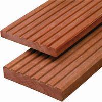 Tarima exterior de madera dura tropical, sintetica o pino silvestre.