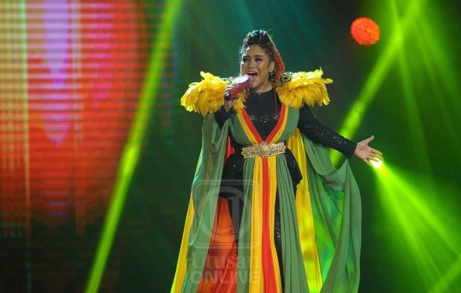 Gegaran Reggae Azharina menjadi   Penyanyi bersuara emas Azharina berjaya menggunguli konsert ketiga Gegar Vaganza musim ketiga (GV3) yang berlangsung di Dewan MBSA di sini malam tadi.  Gegaran Reggae Azharina menjadi  Menyanyikan lagu No Women No Cry nyanyian asal Bob Marley Azharina mengetepikan 10 pencabarnya yang lain termasuk Siti Sarah di tempat kedua Zarul (ketiga) Gmie Screen (keempat) dan Nora (kelima).  Sementara itu Ameng pula di tempat keenam Intan Sarafina (ketujuh) Zur Eda…