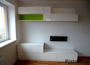 Televizní stěna bílý lesk/ zelená limetka
