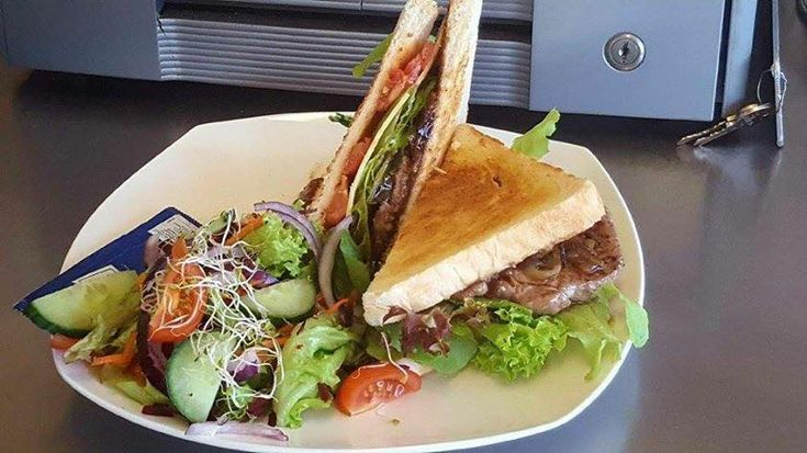 Dollar Stretches – Best Cheap Eats on the Gold Coast #cheap #food #restaurants #cafes #foodie #dining #goldcoast #surfersparadise