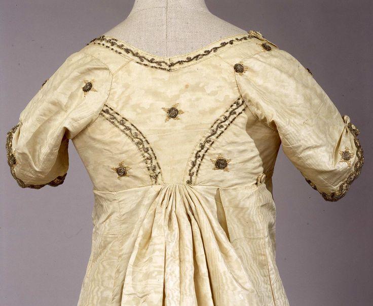 Abito femminile di gala, Galleria del Costume di Palazzo Pitti.