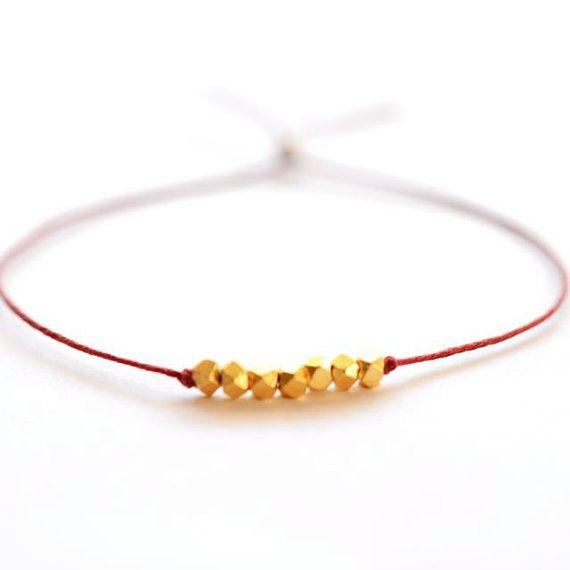 Wensen+armband++rode+Ierse+linnen+koord+wol+en+goud+klompjes