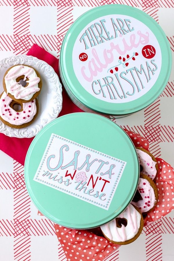If you're giving Christmas cookie gifts in tins, use these fun free printables from Striped Cat Studios: