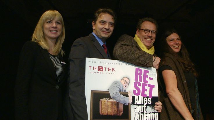 """Theatersommer Haag 2015: """"Reset - Alles auf Anfang""""   Mehr unter >>> http://a24.me/1teOeOs"""