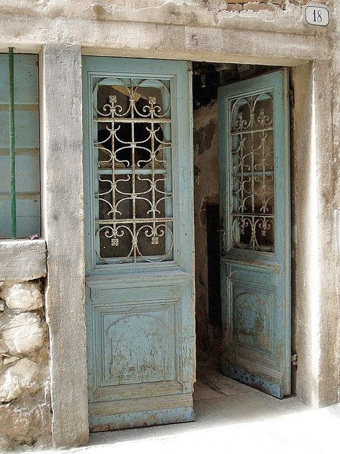Lovely.The Doors, Blue Doors, Rustic Doors, Front Doors, Beautiful Doors, Antiques Doors, Old Doors, Pantries Doors, Vintage Doors