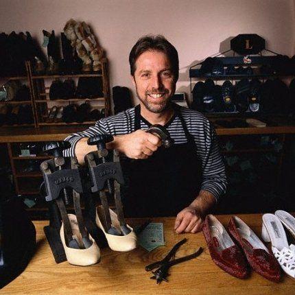 PRENSA DE ALARGAMENTO Como alargar sapatos - VilaMulher