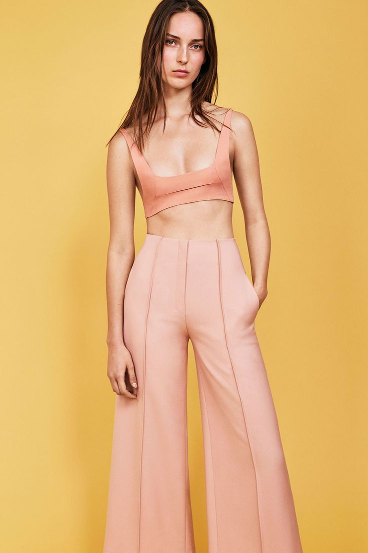 See the complete Narciso Rodriguez Resort 2018 collection.