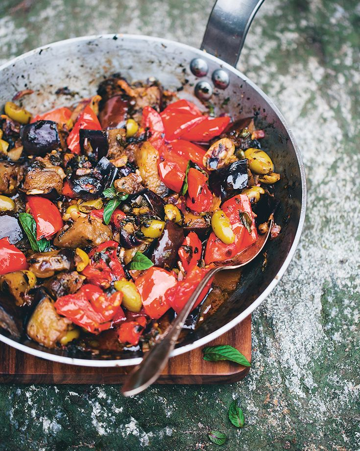This is the most beautiful and filling Italian recipe by Green Kitchen Stories. Made with aubergine, green olives, peppers and lots of olive oil it is super alkaline and totally delicious!