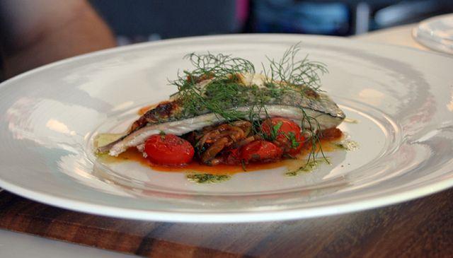 Fifteen Cornwall  (restaurant Jamie Oliver) Filet de maquereau de Cornouailles et caponata