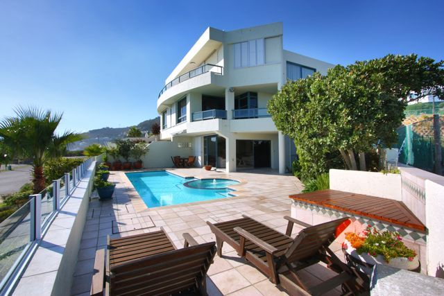 CLIFTON SEA. Holiday Rental  in Clifton for 6 People at R3,900 / Night
