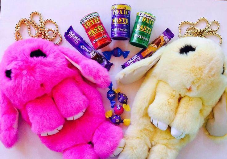 рюкзак-сумка кролик 1990 кислые конфеты Toxic Waste 278 батончики Milka Oreo и Milka Toffee 69 шоколадные конфетка Milka 15 #wanttasty #магазинкрутыхштук #брелоккролик #сумкакролтк #рюкзаккролик #токсик #бинбузл #вкусняшки #необычно