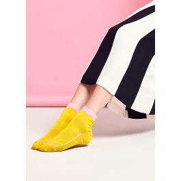 Choose our Lily Rib Ankle sock for a modern twist on vintage seamed socks. Made in mercerized cotton, these socks have outstandingly rich color and a subtle luster, as well as a comfy feel. This contemporary fuel yellow sock features a pale candy pink slim cuff and seaming details across the toe, heel and foot, giving a geometric take to traditional seamed socks. Available in size 36-41.