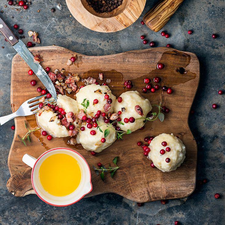 Fantastiskt goda småländska kroppkakor. Servera kroppkakor med skirat smör och lingonsylt – himmelskt gott! Recept och inspiration finner du på Tasteline!