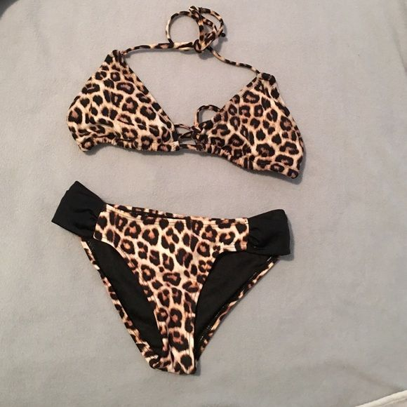 Sexy animal print bikini set! Top is size small. Bottoms are size XS. Super cute. Buy together or separately Forever 21 Swim Bikinis