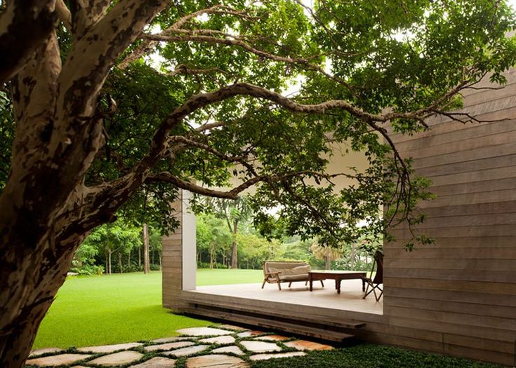 Grecia House by Isay Weinfeld. #sothebysliving If this photo has been posted in error, please contact us and we will remove it. Thank you.