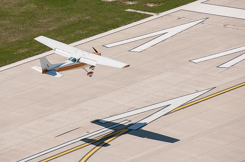 8 best work images on pinterest aircraft airplane and airplanes and the venerable cessna 172 nearing the threshold somewhere in missouri i did fandeluxe Images