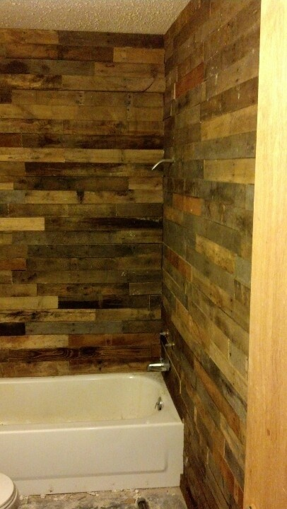 Pallet wall in bathroom this is how we 39 re gonna finish for Pallet shower wall