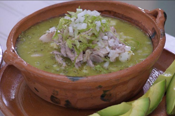 Receta de Pozole verde de puerco con chile poblano casero. Aprende a preparar esta delicia 100% mexicana, es fácil, rápida e increíblemente rendidora.