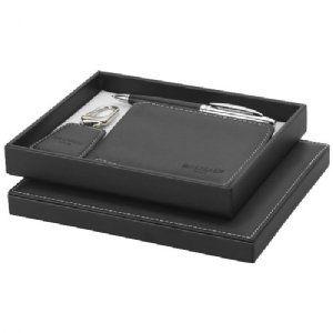 Cadeauset zwart - 19982152  Cadeauset. Exclusief design met leer omhulde balpen, kunstlederen Sleutelhanger en portefeuille, alle met een kleu...