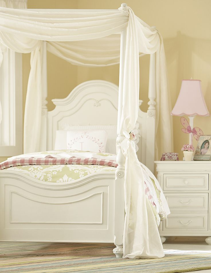 Charlotte Low Poster Bed Antique White