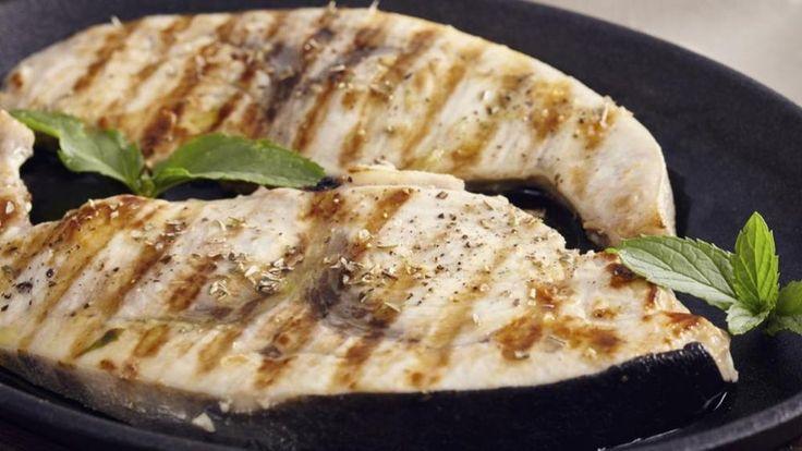 Filetto di pesce spada con salsa di limone e capperi - La Stampa