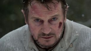 Liam Neeson faces the Howling Greys... Seriously, this old man survives a plane crash and does WHAT...?