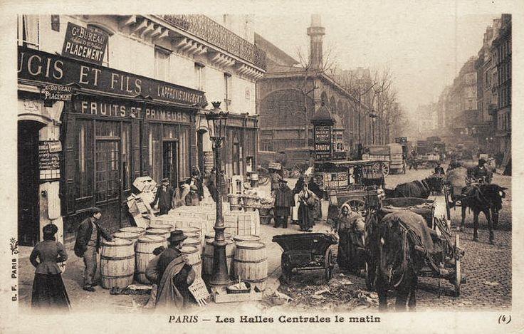 Les Halles de Paris - Paris 1er Les Halles Centrales le matin... (ancienne carte postale, vers 1900).