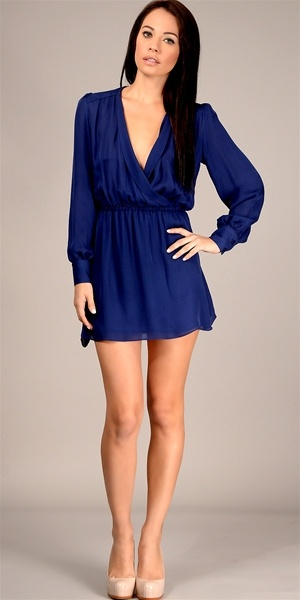 Navy blue dress and nude heels | BeautyIn the eyes of the