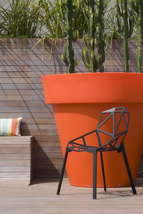 Amazing oversized orange planter, garden design