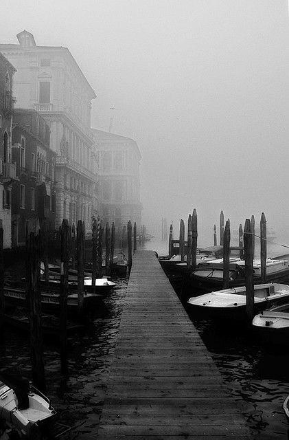 Venice bella con la nebbia una poesia dice:avvilupata in un morbido velo,questa è Venezia durante l'inverno*silva*