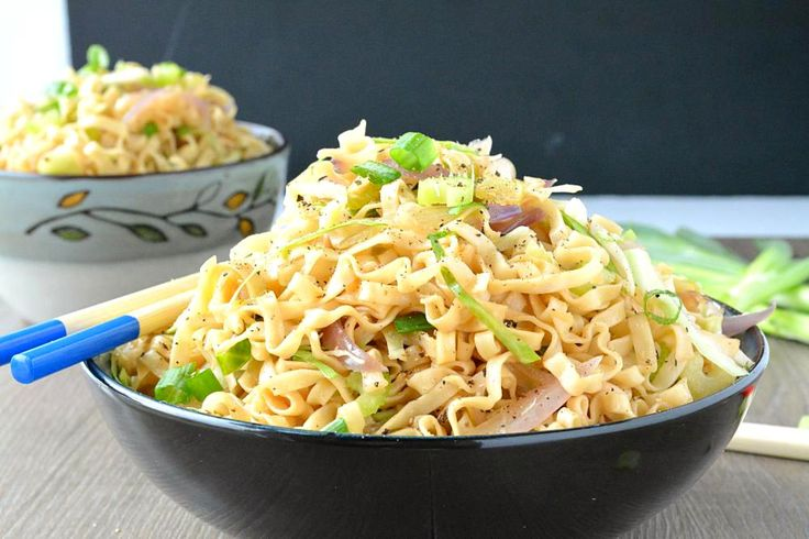 How to make Veg Chow Mein. Step by step recipe of Veg Chow Mein. Panda Express style chow mein recipe prepared with minimal ingredients, ready in 15 minutes
