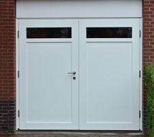Houten Deuren Nederland | Collectie Mooie houten openslaande garagedeuren model Oberhausen