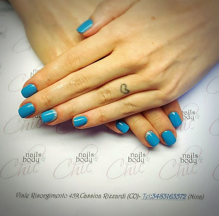 Unghie color azzurro