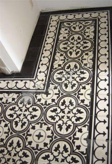 Black and white floor tiles - Portugese tegels