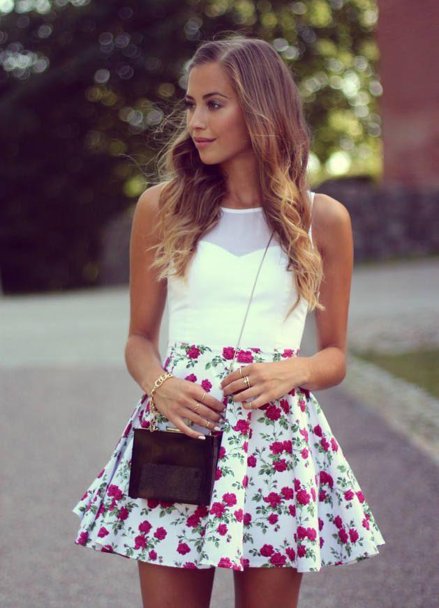 Esta vestido blanco y flora es muy casual. Perfecta para voy a la parque o cine. Es fantastico con los zapatos negro y gris. ¡Qué bonita!